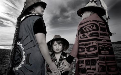Darkfeather, Bibiana and Eckos Ancheta, Tulalip Tribes, 2014 © Matika Wilbur, Project 562.