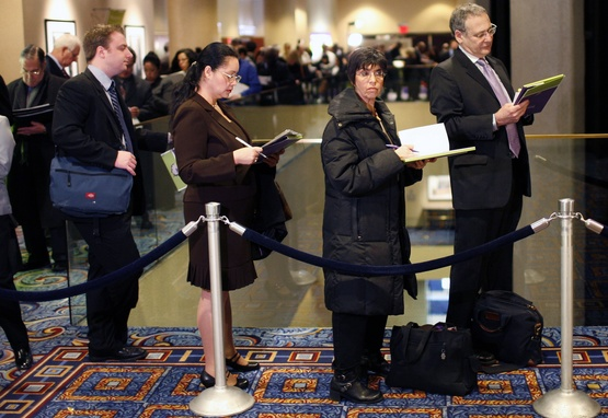 Job applicants wait in long winding line following 2008 economic meltdown