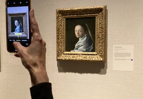 "A museum-goer snapping a photo of Johannes Vermeer's ""Study of a Young Woman"" (ca. 1665-67) at the Metropolitan Museum of Art in New York (photo by Hakim Bishara for Hyperallergic)"